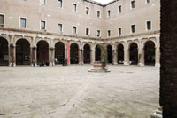 Image 06: View of the courtyard of the Tolentini cloister