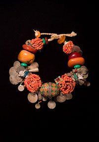 Image 01: Necklace with central pendant