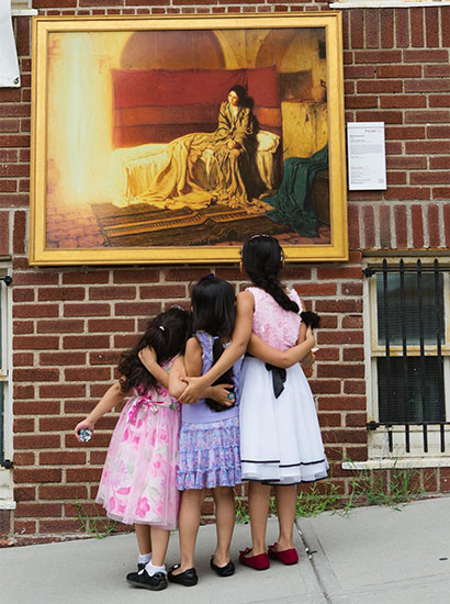 3 Girls viewing The Annunciation