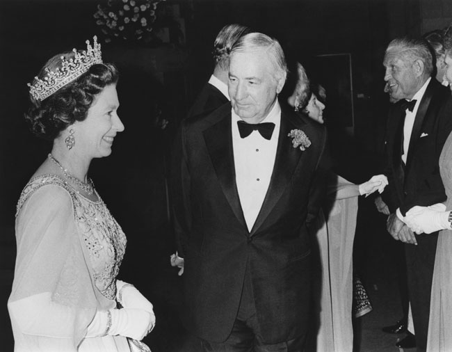 Queen Elizabeth II and Walter Annenberg, July 1976